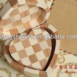 High-quality love-shaped customized wooden gift box
